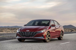 Hyundai Elentra vítá novou generaci, vzhledově se povedla
