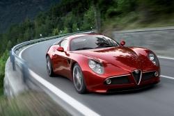 Sportovní Alfa Romeo 8C se nám vrátí v plné parádě. Chvíli si na ni ovšem počkáme